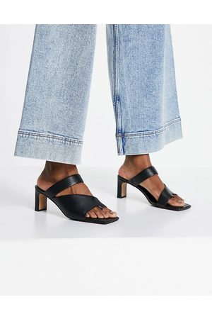 & OTHER STORIES Leather heeled sandals with toe post in black