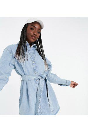 ASOS Tall Ženy Volnočasové - ASOS DESIGN Tall denim oversized belted shirt dress in greencast-Blue