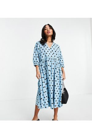 ASOS Petite Ženy Midi - ASOS DESIGN Petite midi smock dress with wrap top in blue and black spot