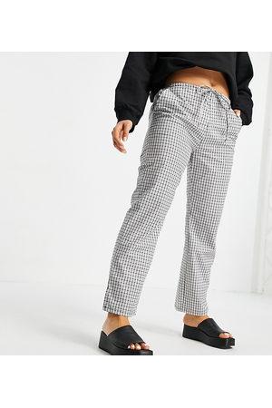 ASOS Petite ASOS DESIGN Petite straight leg pull on poplin trouser in mono check-Black