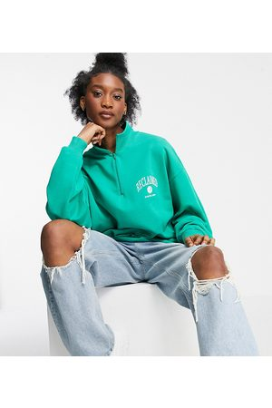 Reclaimed Vintage Ke krku - Inspired unisex track top with zip neck with logo chest print in green co-ord