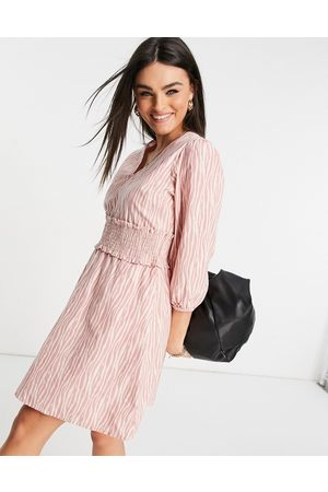 Y.A.S Ženy Volnočasové - Mini dress with shirred waistband in pink and white print-Multi
