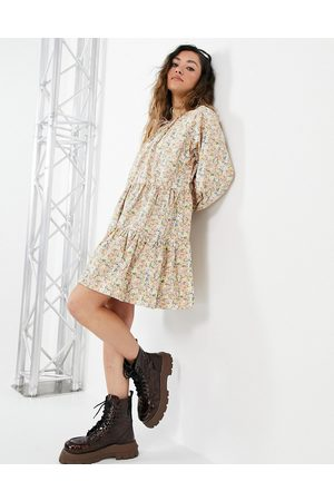 ONLY Ženy S potiskem - Smock dress with tiering and tie neck in floral print-Multi