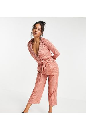ASOS Petite Ženy Overaly dlouhé - ASOS DESIGN petite fluffy rib collar tie waist jumpsuit in soft rust-Brown