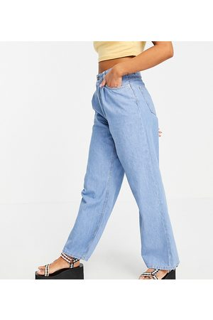 ASOS Petite Ženy S vysokým pasem - ASOS DESIGN Petite high rise 'relaxed' dad jeans with pleat fronts in midwash-Blue