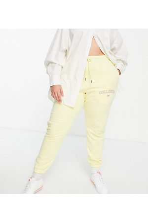 COLLUSION Úzké nohavice - Plus exclusive varsity print skinny jogger in yellow