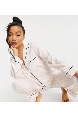 ASOS Ženy S dlouhým rukávem - ASOS DESIGN Petite satin long sleeve shirt & trouser pyjama set in pink-White