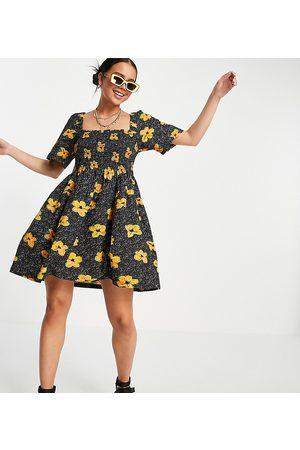 COLLUSION Ženy Volnočasové - Floral print shirred mini sundress in black