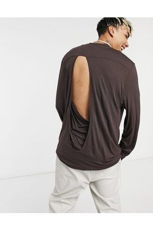 ASOS Muži S dlouhým rukávem - Relaxed fit long sleeve viscose t-shirt with back detail in beige-Neutral