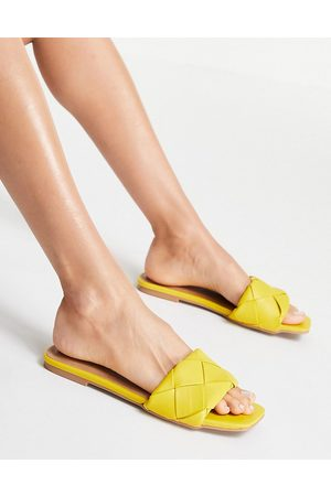 ASOS Ženy Bez podpadku - Forty woven flat sandals in yellow