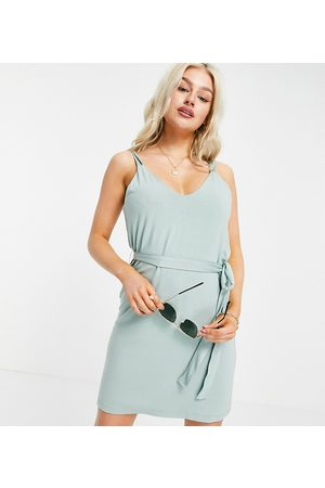 ASOS Ženy Letní - ASOS DESIGN Petite strappy v neck sundress with self belt in sage-Green