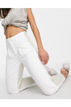Bershka Ženy Rovné nohavice - Mixed fabric mom shape trousers in white and pinstripe beige
