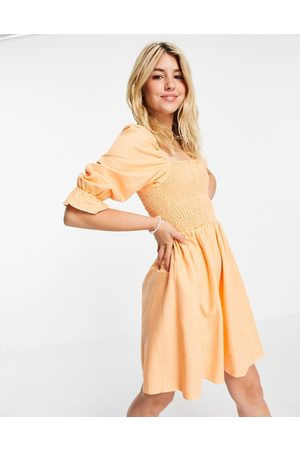 New Look Ženy Na párty - Shirred mini dress in peach-Orange