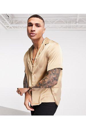 ASOS DESIGN Muži S krátkým rukávem - Relaxed fit satin shirt in dark bronze-Brown