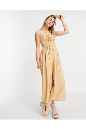 ASOS Ženy Overaly dlouhé - Tie front shirred waist culotte jumpsuit in sand-Brown