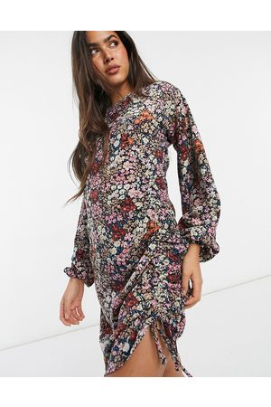 Vero Moda Ženy Přiléhavé - Bodycon mini dress with ruching detail in mixed floral-Pink