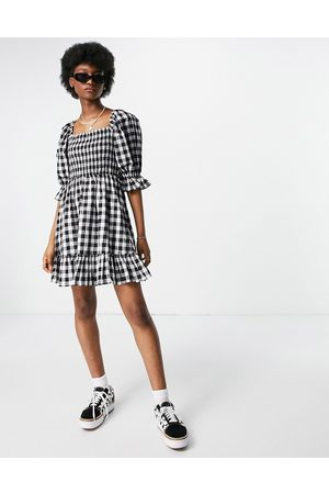 New Look Ženy Volnočasové - Tie back shirred smock dress in black gingham