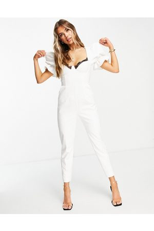 Lavish Alice Ženy Overaly dlouhé - Puff sleeve corset detail jumpsuit in white