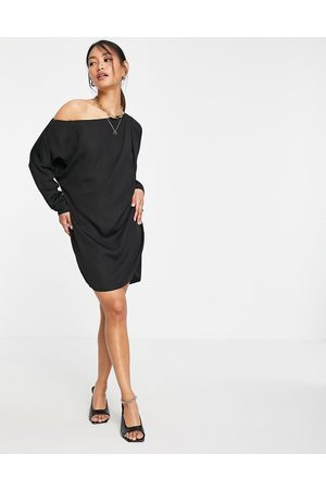 ASOS Ženy Na párty - Slouchy off shoulder mini shift dress in black