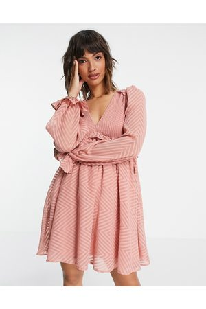 ASOS Ženy Volnočasové - Mini babydoll smock dress in chevron dobby in pale pink