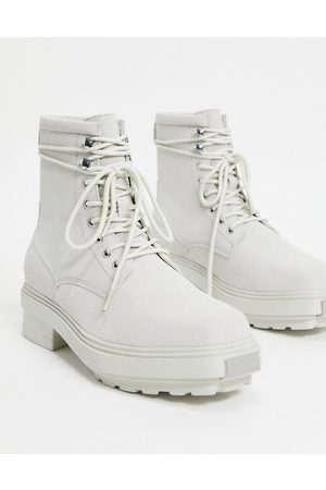 ASOS Muži Šněrovací - Lace up boots in grey faux suede on chunky sole with metal toe cap