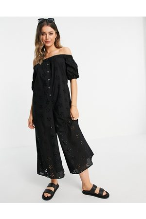 ASOS Ženy Overaly dlouhé - Off shoulder puff sleeve button front jumpsuit in black broderie