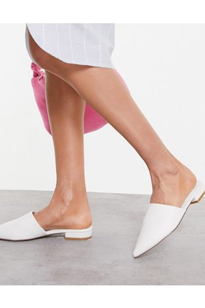 Truffle Collection Ženy Nazouváky - Pointed mules in white