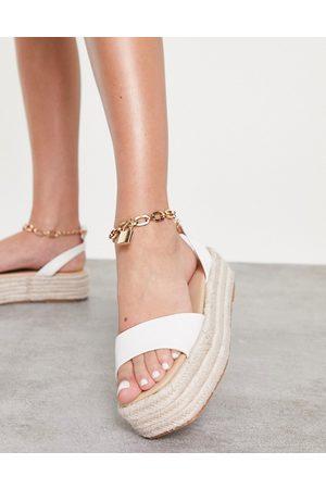 Public Desire Ženy Espadrilky - Dubai flatform espadrille sandals with padlock detail in white