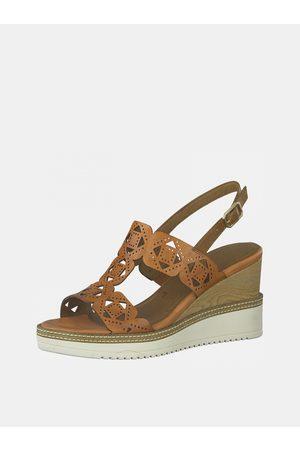 Tamaris Hnědé kožené sandálky na klínku