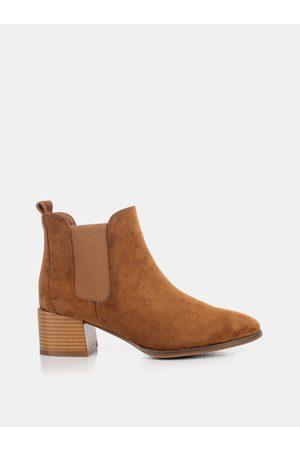 MUSK Hnědé dámské kotníkové boty v semišové úpravě