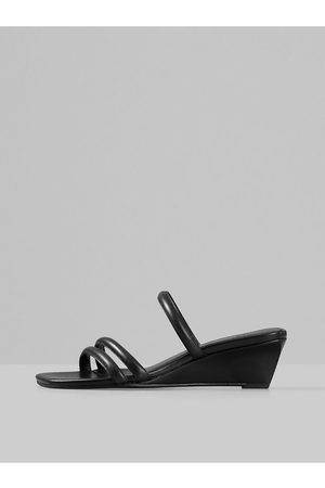 Vagabond Černé dámské kožené pantofle na klínku Nellie