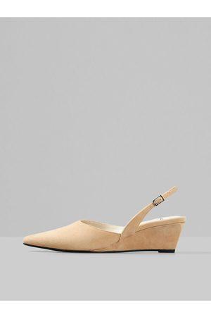 Vagabond Béžové semišové sandálky na klínku Erica