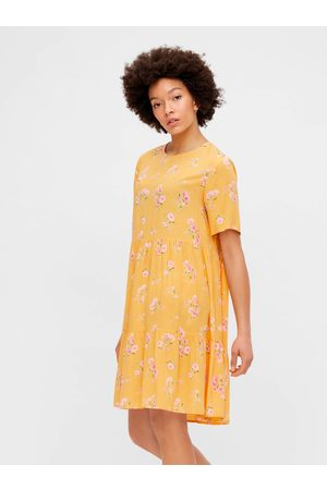 Pieces Žluté květované volné šaty Trina