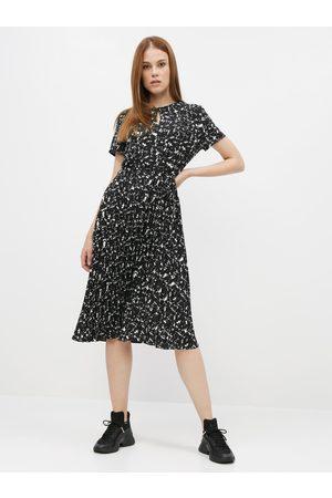 Dorothy Perkins Černé vzorované šaty s plisovanou sukní