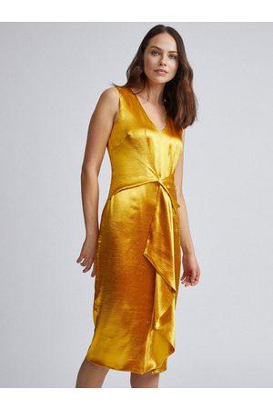 Dorothy Perkins Saténové pouzdrové šaty ve zlaté barvě