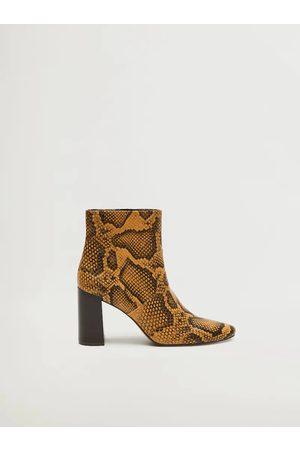 MANGO Hnědé kotníkové boty s hadím vzorem Caleo