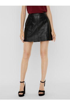 VERO MODA Černá koženková mini sukně Sylvia