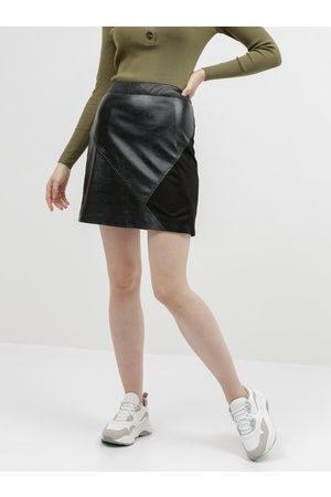 VILA Černá koženková sukně s detailem v semišové úpravě Hallo