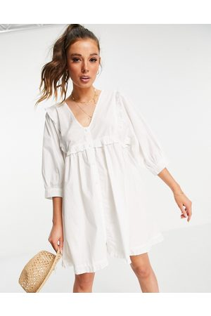 ASOS Ženy Volnočasové - Frill v neck cotton button through mini smock dress in white
