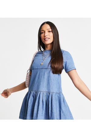 ASOS Tall Ženy Na párty - ASOS DESIGN Tall soft denim smock t-shirt dress in midwash-Blue
