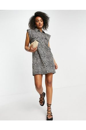ASOS Ženy S potiskem - Mini shirt dress with pockets in leopard print-Neutral