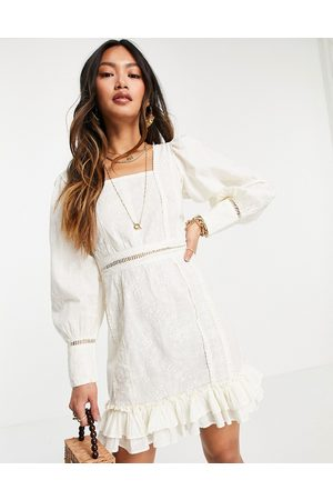 ASOS Ženy Na párty - Embroidered square neck lace trim mini dress in cream-White
