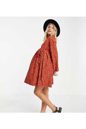 ASOS Maternity Ženy Volnočasové - ASOS DESIGN Maternity smock oversized mini wrap dress in rust ditsy floral-Orange