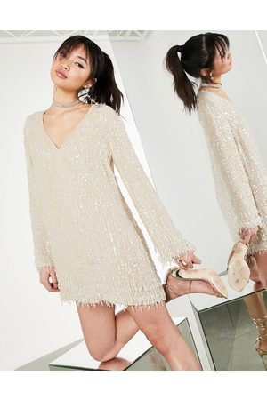 ASOS Ženy Na párty - Plunge shift mini dress with sequin and crystal fringe in cream-White