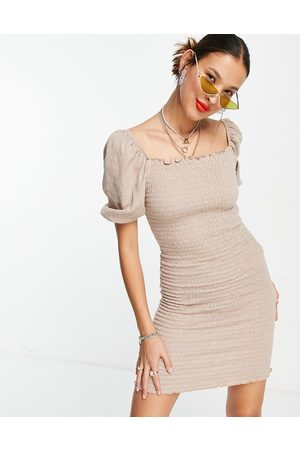 ONLY Ženy Přiléhavé - Shirred bodycon dress with puff sleeve in beige-Neutral