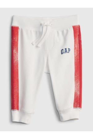 GAP Bílé klučičí baby tepláky Logo arch novelty joggers