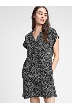 GAP Černé dámské šaty v-neck dress