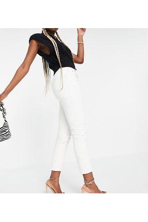 Pull&Bear Tall basic mom jean in white