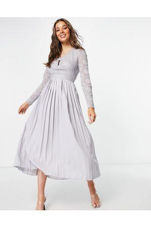 Little Mistress Ženy Plisovaná - Keyhole twist detail lace skater dress with pleated skirt in grey