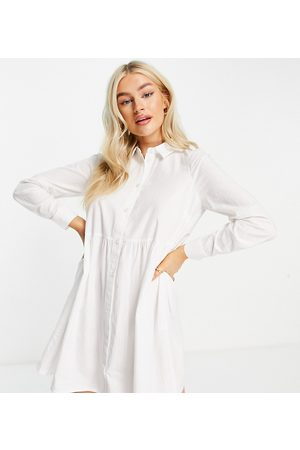 ASOS Ženy Volnočasové - ASOS DESIGN Petite cotton mini smock shirt dress in white